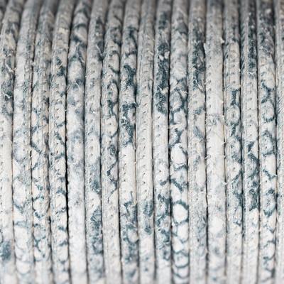 Premium Nappaleder rund gesäumt, 100cm, 4mm, Weiss-Grau Reptilprägung